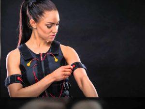 ELECTROESTIMULADOR abdominales, espalda, bíceps, pectorales, piernas, glúteos y muslos.